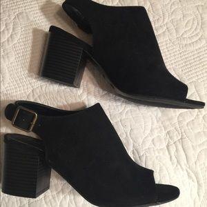 Black faux suede open toe heel shoes 7.5